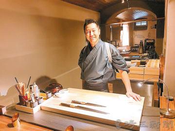 オープンした店で板場に立つ堺博代表=独フランクフルトの「THE SAKAI」(提供写真)