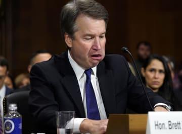 性的暴行疑惑に関する米上院司法委員会の公聴会に出席した連邦最高裁判事候補のブレット・カバノー氏=27日、ワシントン(ゲッティ=共同)