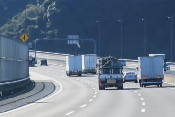 高速道路で走行中に地震がきた!