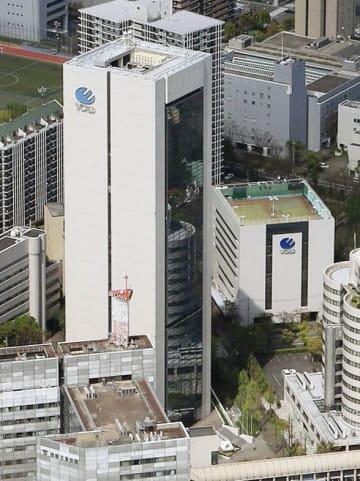 ワールド本社ビル。右はアネックスビル=神戸市