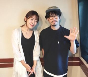 ASIAN KUNG-FU GENERATIONの後藤正文さん(右)と、番組パーソナリティの坂本美雨(左)