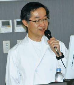 胃がんの外科的治療などについて解説する仙丸副院長