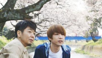 映画の一場面から。新井祥さん(左)とうさきこうさん(渡辺監督提供)