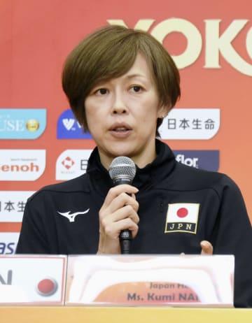 バレーボール女子の世界選手権を前に記者会見で意気込みを語る中田久美監督=28日、横浜アリーナ