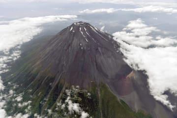 富士山=6月8日、静岡県側から撮影