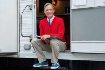 First Look At Tom Hanks In Character As Mister Rogers For Upcoming Film 'You Are My Friend' [PHOTOS]