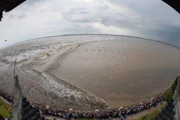 銭塘江の大逆流 観光客15万人「押し寄せる」