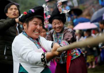 ミャオ族、伝統的祭り「坡会」で国慶節を迎える