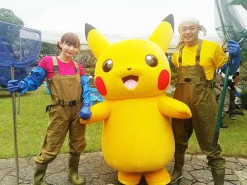 「緊急SOS!池の水ぜんぶ抜く大作戦」に出演する(左から)中川翔子さん、ピカチュウ、あばれる君=テレビ東京提供