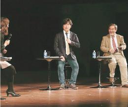 講演後のトークセッションで、はやぶさ2について語る中村教授(中央)と吉田教授(右)