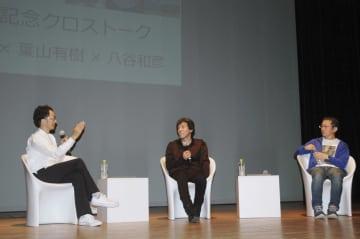 クロストークで創作の裏話を披露する(左から)池田学さん、葉山有樹さん、八谷和彦さん=30日午後、佐賀市の佐賀県立美術館
