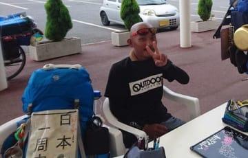 山口県周防大島町の「道の駅サザンセトとうわ」で撮影された樋田容疑者(9月18日=読者提供、画像の一部を修正しています)