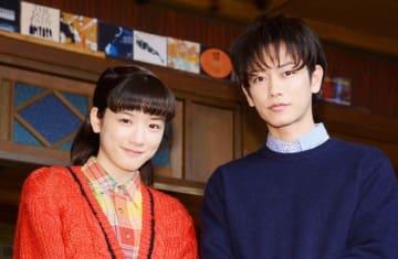 永野芽郁と佐藤健(今年1月のスタジオ取材会で撮影)