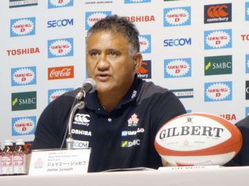 今秋の日本代表戦のメンバーを発表するラグビー日本代表のジョセフ・ヘッドコーチ=1日午後、東京都港区