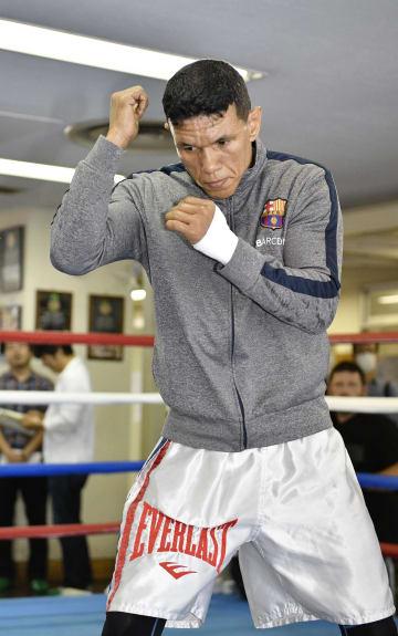 公開練習で汗を流す、フアンカルロス・パヤノ=2日、東京都新宿区の帝拳ジム