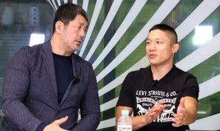 高田統括本部長(左)に那須川戦に関するトークを展開した堀口(右)
