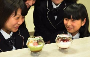 食べた人を笑顔に 「魅惑のティラミス」開発 高木学園生と地元企業タッグ