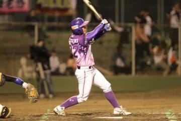 逆転タイムリーを放った京都フローラ・泉由希菜【写真提供:日本女子プロ野球リーグ】