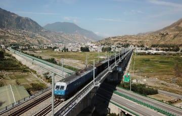 蘭渝鉄道、全線開通1周年 500万人超輸送
