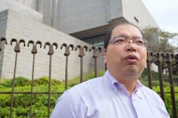 取材に応える中川弁護士(10月3日、最高裁前)