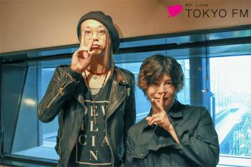 番組パーソナリティのMUCC・逹瑯(左)と、彩冷えるのヴォーカルでソロ・プロジェクト「葵-168-」としても活動する葵さん(右)