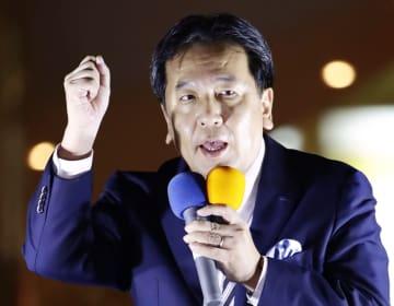 街頭演説する立憲民主党の枝野代表=3日午後、東京・有楽町