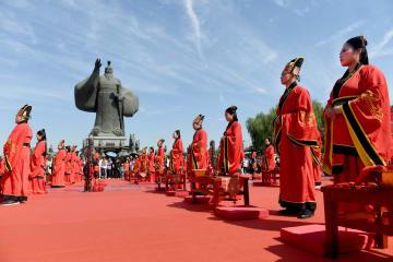 漢式の結婚式で伝統文化に触れる 陝西省西安市
