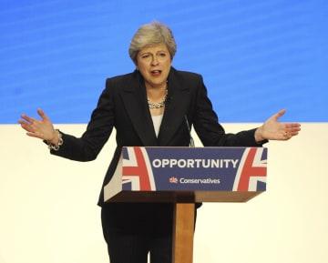 スピーチで聴衆に語り掛けるメイ英首相=3日、英中部バーミンガム(AP=共同)