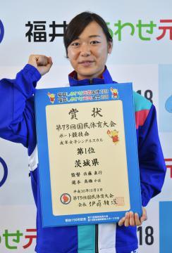 ボート成年女子シングルスカルで優勝した本県の高橋かほ=美浜町総合運動公園、菊地克仁撮影
