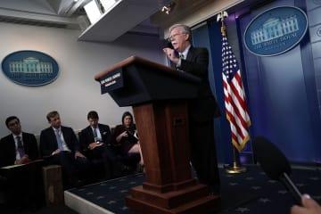 ホワイトハウスで記者会見するボルトン米大統領補佐官=3日、ワシントン(ゲッティ=共同)