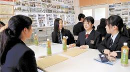 交流する松江市立女子高と志津川高の生徒ら