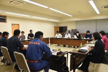 台風24号による被害などを踏まえ、防災力強化を目指し、意見を交換する国富町の職員と防災士ら