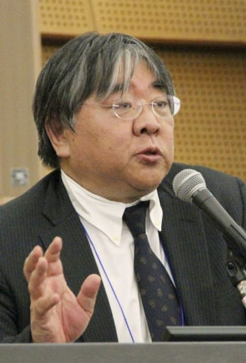 日本耳科学会総会・学術講演会に出席した大阪大の澤芳樹教授=4日午後、大阪市