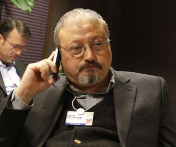 サウジアラビア人の著名記者ジャマル・カショギ氏=2011年1月、スイス・ダボス(AP=共同)