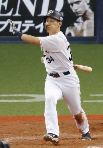 9回オリックス無死一、二塁、吉田正が右越えにサヨナラ二塁打を放つ=京セラドーム