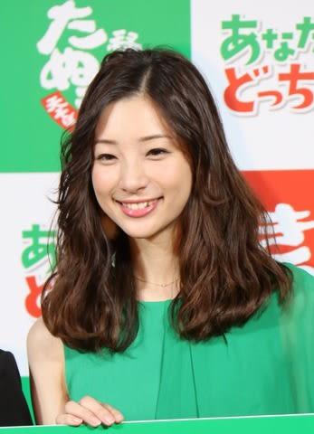 「あなたはどっち!?食べて比べて投票しよう!渋谷ポップアップストア」のオープン発表会に登場した足立梨花さん