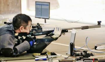 成年男子50メートルライフル伏射60発を制した織田祐宏=10月4日、福井県立ライフル射撃場