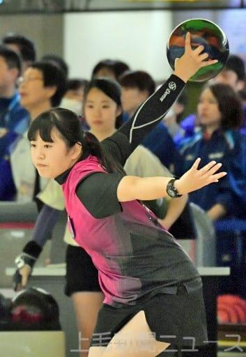 ボウリング少年女子個人決勝 同種目で県勢初の優勝を果たした群馬の渡辺=福井・スポーツプラザWAVE40
