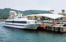 洲本-関空航路から完全撤退する見通しとなった淡路関空ラインの高速船=6月、洲本港