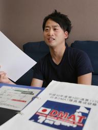 DMATのメンバーに加わった上田篤史さん。災害や事故の最前線で命を守る=神戸市中央区(撮影・藤家 武)
