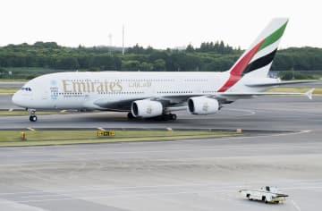 エミレーツ航空が運航している欧州エアバスの超大型機A380=2017年6月、成田空港
