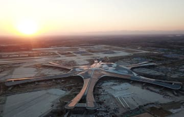 「鳳凰」の羽ばたきを夢見て-大興国際空港の若き建設者たちの国慶節