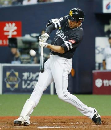 4回ソフトバンク2死、柳田が左越えに通算150号となる本塁打を放つ=京セラドーム