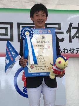 馬術少年トップスコアで優勝した中島双汰(明光中)=静岡・御殿場市馬術SC