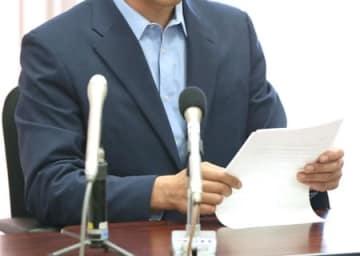 第三者委員会の報告を受けた会見で「提言を実行してほしい」と訴える父親=5日、新潟市中央区