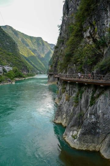 山奥の秘境を訪ねるツアーが人気 重慶市巫渓県