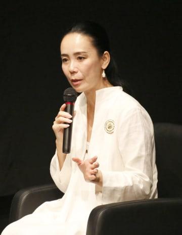 樹木希林さんの出演映画の特集上映に合わせて行われたトークイベントで、思い出を語る河瀬直美監督=6日午後、青森市の青森県立美術館