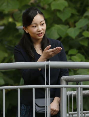 「とっとり花回廊」を視察される秋篠宮家の次女佳子さま=6日午後、鳥取県南部町