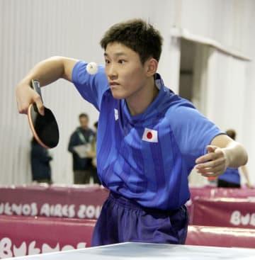 夏季ユース五輪の開幕を前に、調整する卓球の張本智和=6日、ブエノスアイレス(共同)