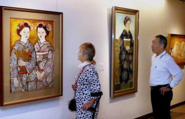 舞妓をモチーフにした日本画などが並ぶ特別展「石本正 絵をかくよろこび」